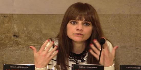 "La escritora Noelia Lorenzo Pino presentando ""La sirena roja"""