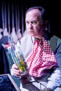 Luis Bermejo, la botella y el mantel.