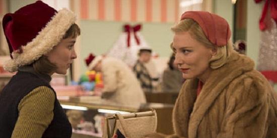 Therese y Carol se conocen tras el mostrador de una tienda de Manhattan.