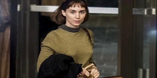 Rooney Mara interpreta a Therese, la dependienta de unos grandes almacenes neoyorquinos.