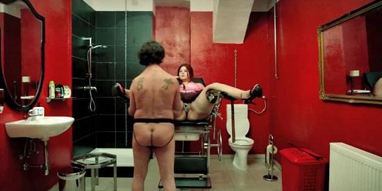 """""""El el sótano"""" Ulrich Seidl muestra con humor diversas patologías sexuales de los austriacos."""