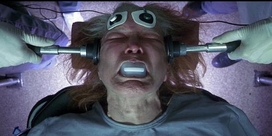 Darren Aronofsky tradujo en imágenes impactantes el universo atormentado de Hubert Selby.