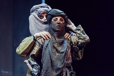 Los actores Marta Megías, como Clorinda y Antonio Luque como Agente