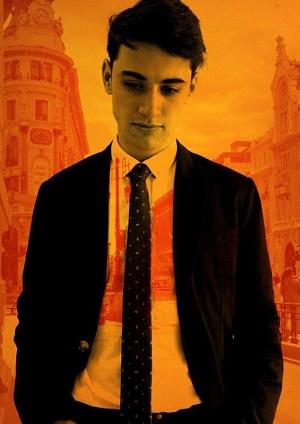 Juan Alfaro, es Manu, el novio de Ángel, quiere que le quieran pero no sabe querer El la capital de Tomás Cabané
