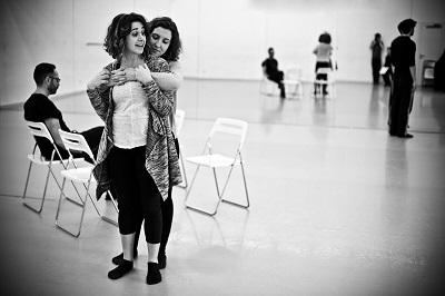 """María Prendes Ana Prieto en un ensayo de """"Pretérito imperfecto"""", de John Hamilton May, dirigida por David Bueno. Foto Owain Shaw"""