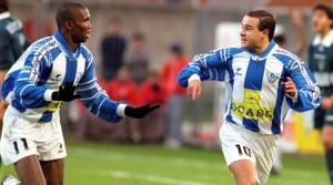 Samuel-Etoo-y-Alfredito-celebrando-un-gol-en-la-1997-98