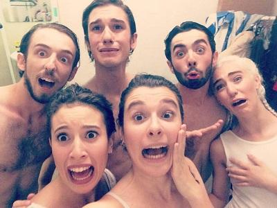Los seis actores danzantes de #noLUGAR, de Tomás Cabané