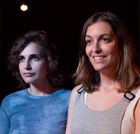 Laura Ledesma y Eva Ramos, dos buenas actrices, guapas y que cantan para Una corona para Claudia, de Iker Azkoitia
