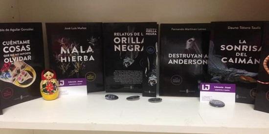 """La colección """"La Orilla Negra"""" en la Librería Jumi de Madrid."""