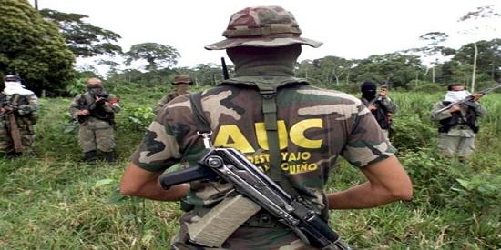 Columna de paramilitares colombianos.