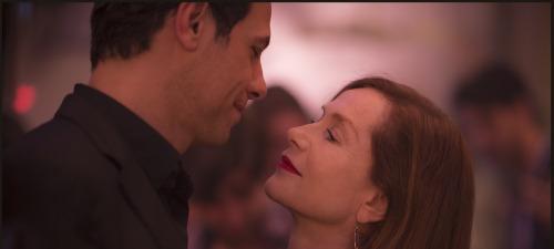 Laurent Lafitte e Isabelle Huppert-extraña pareja en Elle-de Paul Verhoeven.