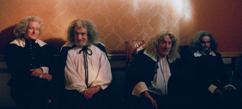 La corte asiste expectante al empeoramiento de la salud del monarca en La muerte de Luis XIV