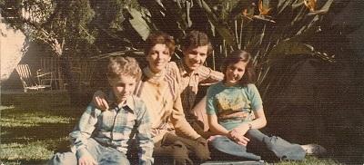 "Una foto de familia de Laura Firpo, autora de ""Ventana al sur"", que fue hecha para enviársela a su padre a la cárcel."