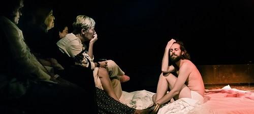 En la imagen Andrea Gonzalez y Santi Senso, en los Actos Íntimos se rompe la cuarta pared. Foto Jesús Corbín