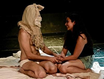 Santi Senso, un entrañable hombre del saco que intenta exorcizar los miedo de Alba Ramírez Foto de Jesús Corbin