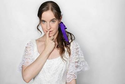 """La actriz Ana Azorín, es una fuente de vitalidadInés Kezan y Paloma Paso, dos actriceLa actriz Ana Azorín, es una fuente de vitalidad en """"La importancia de llamarse Ernesto"""", de Oscar Wilde, en versión y dirección de Ramón Paso"""