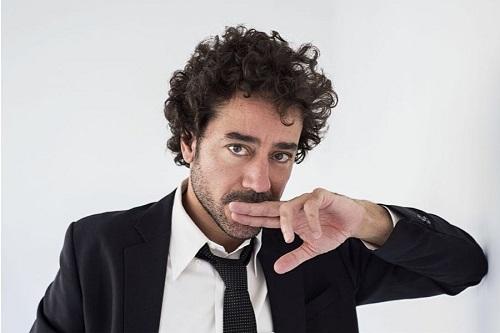 El actor Edu Rejón es Eduardo García Saavedra. El Fin del engaño cambiará la vida, abriéndole las puertas de par en para a lo lúdico de la vida. Foto de