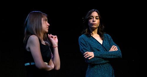 Mónica y Lucía García-Saavedra, dos hermanas que saben bien lo que quieren interpretadas por Veki Velilla y Carlota Baró en Fin de engaño de Luis Sánchez-Polack.