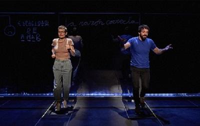 En la imagen los actores Zaida Alonso y Alberto Amarilla, en un momento de la representación de Pulmones, de Duncan Macmillan, dirigida por José María Esbec. Foto de MarcosGpunto