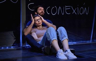 En la imagen los actores Zaida Alonso y Alberto Amarilla, en un momento de la representación de Pulmones, de Duncan Macmillan. Foto de MarcosGpunto