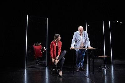Los actores Juanma Lara y Roberta Pasquinucci, en un momento de la representación de Hambre, se ama como se come. Foto Jacobo Medrano