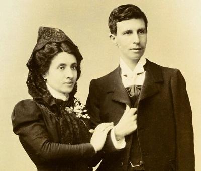 El magnífico retrato de boda de Marcela Gracia Ibeas y Elisa Sánchez - que compone un apuesto Mario- firmado por José Sellier