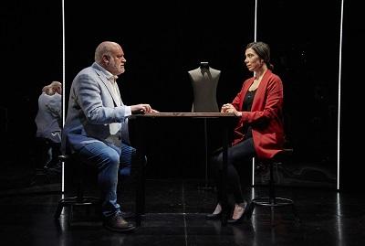 Los actores Juanma Lara y Roberta Pasquinucci, en un momento de la representación de Hambre, se amacomo se come Foto Jacobo Medrano