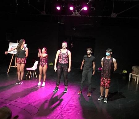 Los actores Luis Tausía, Rosalinda Galán, Mario Marcol, Martín Puñal y CSIMA, recibiendo, los merecidos aplausos en Nave73