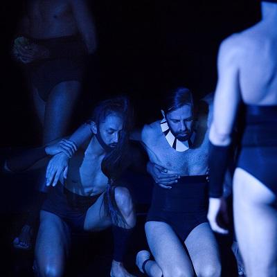 Tadashi Ito y Santi Senso en un momento de Acto Íntimo La Tetraplejia de Cor ©Arles Fotografía