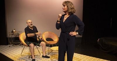 El actor Hipólito Guijarro es el marido y le hará una broma de muy mal gusto a la locutora encarnada por Maty Gómez