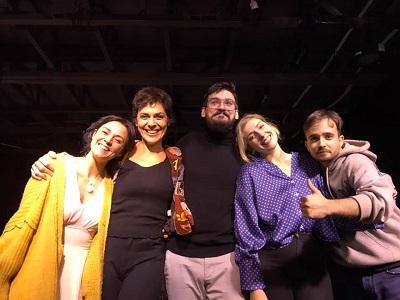 Ángela Puertas, Imán Velasco Sergi Manel Alonso María Asensio Daniel Retuerta, los actores y el autor -en el centro- saludando después de la representación del 6 de noviembre de 2020