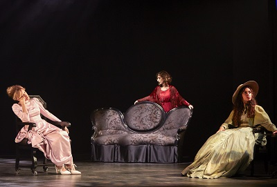 Las actrices Carmen Conesa -Teodosia Gandarias- Marta Aledo -Concha Ruth Morell- y Ainhoa Santamaría -Sisita- ©️Esmeralda Martin