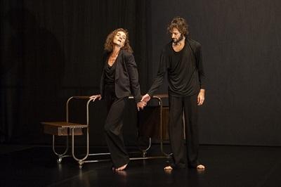 """La actriz Consuelo Trujillo y el bailarín Pau Aran en un momento de la representación de """"Letter d'Amour"""" Foto Jordi Vidal"""