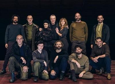 En la imagen de Luz Soria, el reparto al completo de Macbeth, dirigida por Alfonso Sanzol