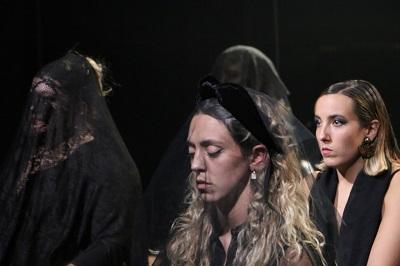 Acto Íntimo de Santi Senso, Cuerpo vivo. Cuerpo encerrado. Cuerpo Muerto. Foto Luciano Salinas