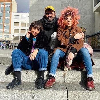 """En la imagen las actrices Jelen García y Raquel Ventosa, en el centro el autor y director Iván Bilbao, de """"Piedra, papel o tijera"""""""