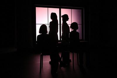 Beatriz Grimaldos, Ana Mayo, Camila Viyuela y Muriel Sánchez en Sólo un metro de distancia de Antonio C. Guijosa