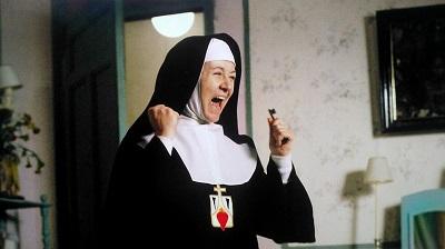 """En 1983 Julieta Serrano en Entre Tinieblas, se volvió a vestir de monjas para su primer """"papel"""" con Almodóvar. Esta excéntrica madre superiora, nada tenía que ver con la monja que interpretó para Saura en la Prima Angélica."""