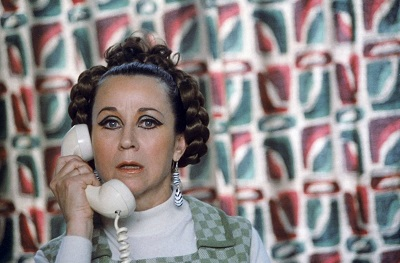 """1988 fue Lucia la mujer celosa hasta la neurosis, anclada en la estética sesentera en """"Mujeres al Borde de un Ataque de Nervios"""", como """"Mi querida señorita"""" se quedó a las puertas de Ocar como en Mi querida señorita de Armiñán."""