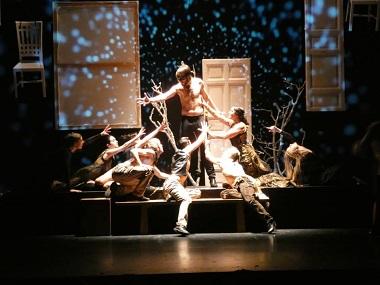 En se puede apreciar el colorido hondo del flamenco con las coreografías actuales más luminosa