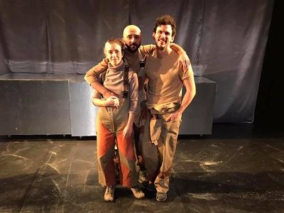 Los actores Macarena Regueiro, Mario Alonso y Mikel Aróstegui son Maca Román y en Fumarolas La imagen pertenece al estreno en Nave73 el 8 de enero de 2021