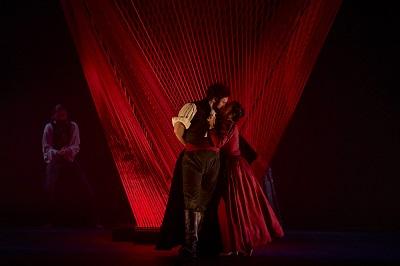 En la imagen Aguadito, interpretado por José Feranadez, Mariana -Laia Marull- con el torero Cayetano, que se la antoja con los rasgos de Pedro Sotomayor -Alex Gadea-