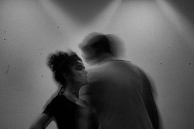 """Óscar Oliver y Cristina de Anta, dos actores para """"Mapa de heridas"""", escrita y dirigida por Sergio Martínez Vila ©Danilo Moroni."""