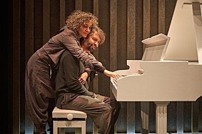 En la imagen la actriz Sonia Almarcha y el actor Marc Parejo o los activistas Elena y Kristof en Siveria ©Sergio Parra