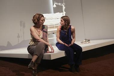 En la imagen las actrices Mélida Molina y Marina Salas, como segunda y ultima mujer de Álex ©Jesus Ugalde