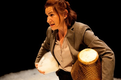 En la imagen la actriz Chupi Llorente, que hace de hija en Cuando caiga la nieve de Javier Vicedo Alós.