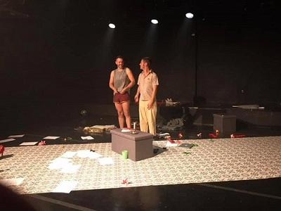 Los actores Pedro Rubio y Sato Díaz, sudaron la camiseta, y salieron a saludar repetidas veces reclamados por los aplausos del publico finalizada la representación de Un cuerpo a la deriva, de Pedro Martín Cedillo inicia su texto, dirigida por Calos Be