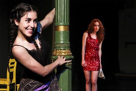 En la imagen las actrices Vicenta González y Ángela Peirat, la primera reclamará cariño hasta el ultimo momento, y la segunda aprenderá a darlo y recibirlo Foto Ramón Paso