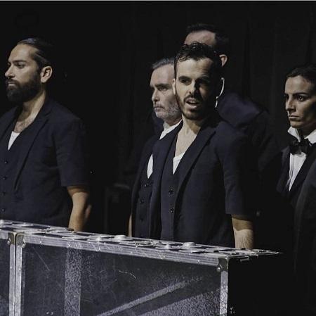 En la imagen los actores Abraham Arenas, Jesús Redondo y Silvia Acosta en Gross Indecency de Moisés Kauffman, con dirección de Gabriel Olivares para TeatroLAB Madrid