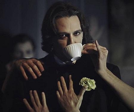 Javier Martín un Oscar Wilde de altura para Gross Indecency de TeatroLAB Madrid con dirección de Gabriel Olivares.